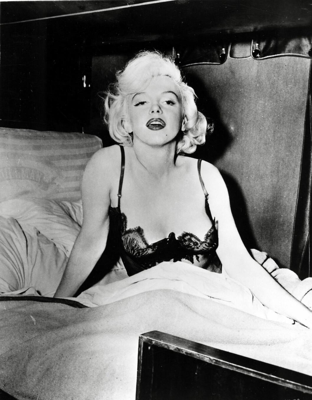 FORBILDE: Miley tar etter sitt idol - filmlegenden Marilyn Monroe. Her er hun avbildet i filmen «Some like it hot» fra 1959.  Foto: Zuma Press