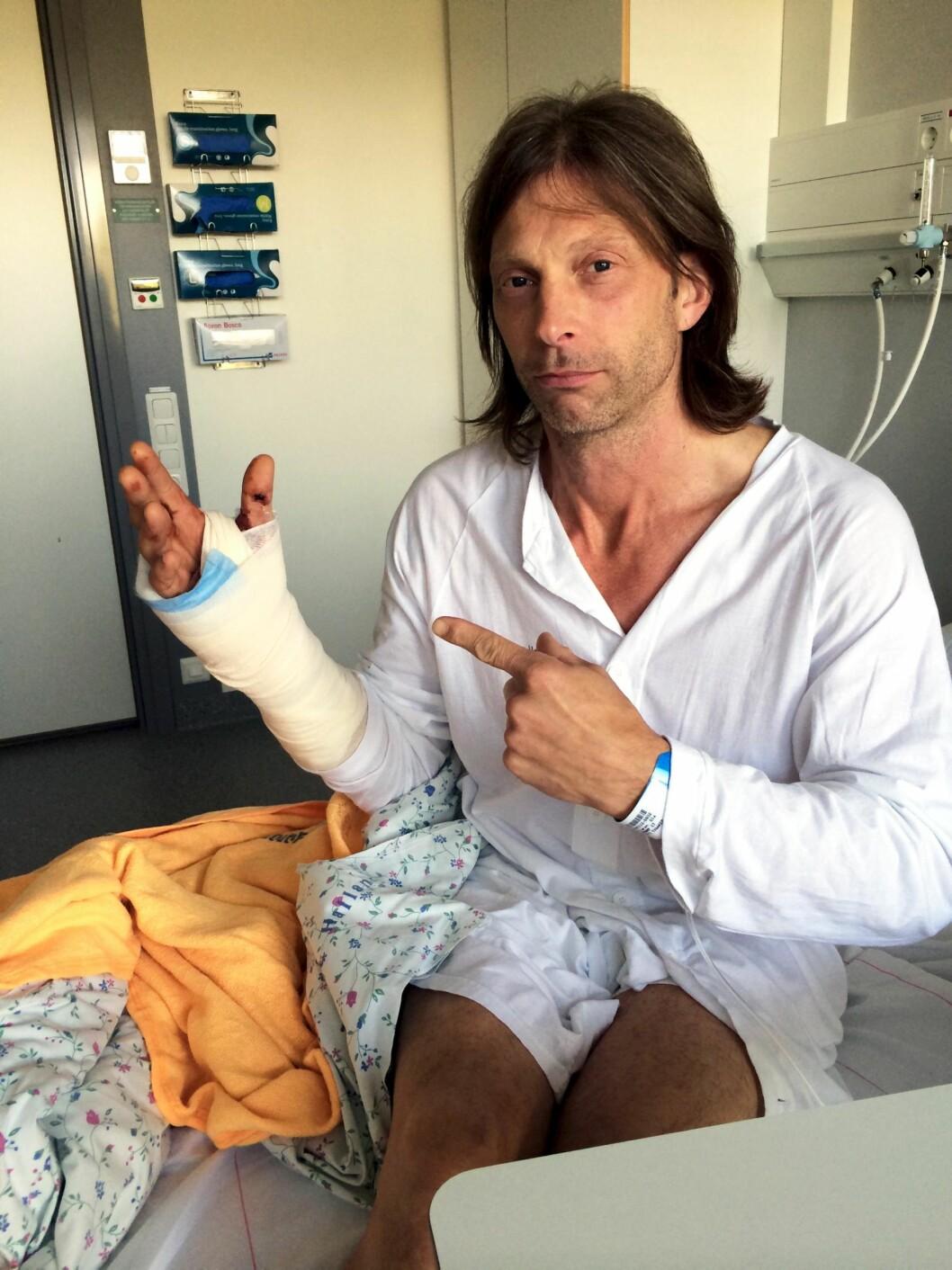 SKAMBITT: I 2014 ble Ola-Conny Wallgren bitt av en hund av rasen Akita og fraktet til Varbergs sykehus utenfor Ullared.