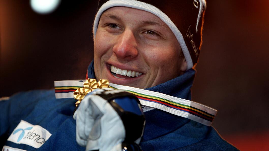 HANS FØRSTE GULL: Aksel Lund Svindal smeltet nylig om sin første VM-gullmedalje som han vant i utfor i Åre i 2007.  Foto: NTB scanpix