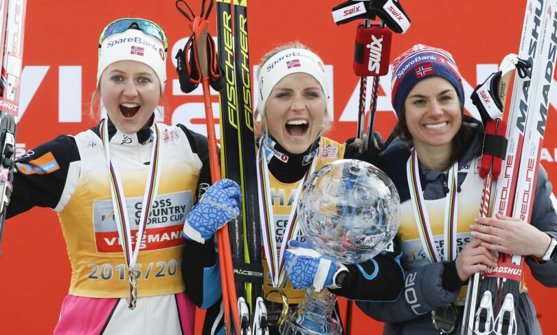TIL TOPPS: Therese Johaug vant verdenscupen i 15/16-sesongen. Her jubler hun for sammenlagtseieren i Tour Ski Canada. Foto: Terje Pedersen / NTB Scanpix.