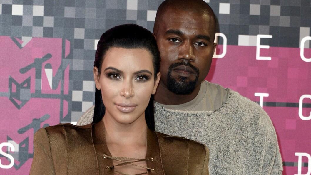 TOBARNSFORELDRE: Kim Kardashian og Kanye West har vernet godt om sitt yngste barn, men nå begynner de så smått å dele bilder av hjerteknuseren på sosiale medier. Foto: Epa