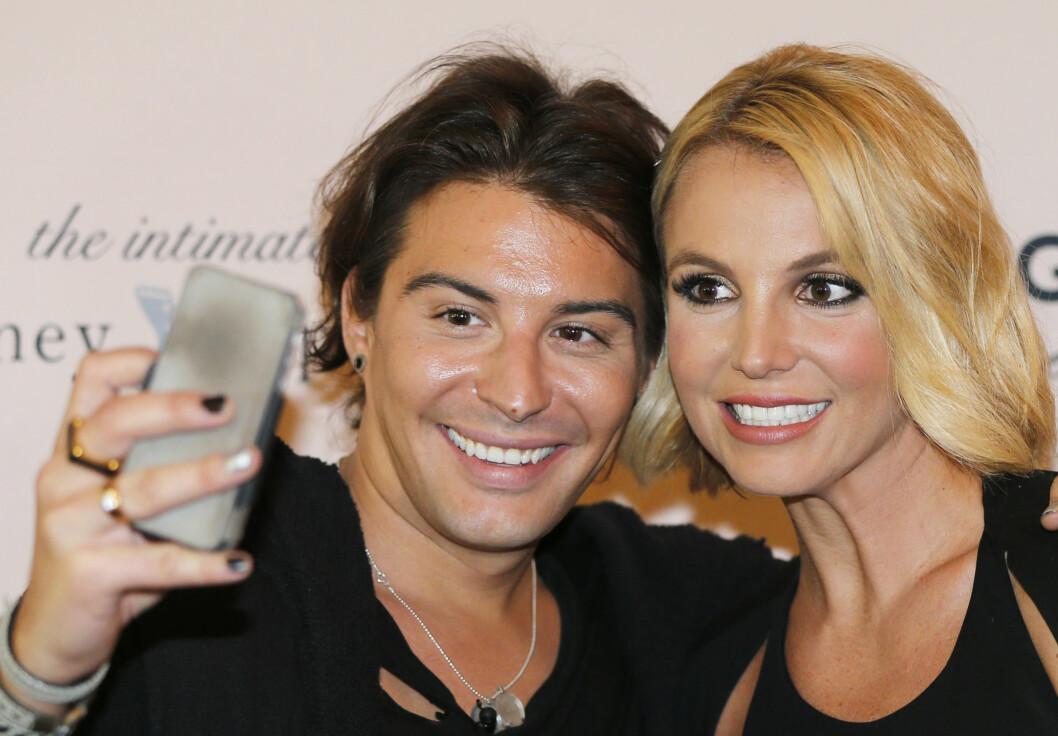 STJERNEMØTE: Stylist Erlend Elias møtte Britney Spears da hun var i Oslo i forbindelse med lansering av sin undertøyskolleksjon på Ekebergrestauranten i Oslo for halvannet år siden.  Foto: NTB scanpix