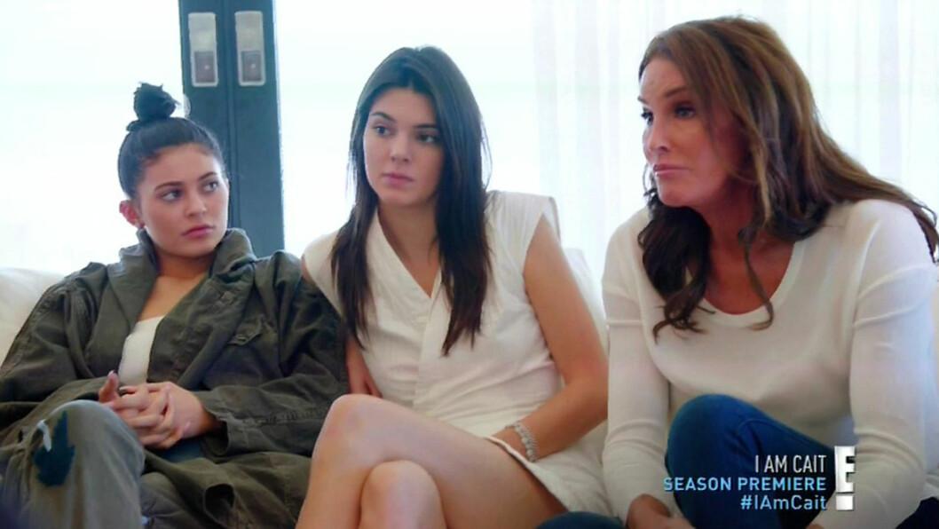 REAGERTE ULIKT: Mens Kylie (til venstre) føler seg nærmere faren enn noen gang, har Kendall uttrykt at hun savner å gjøre gutte-ting med Bruce.   Foto: Xposure
