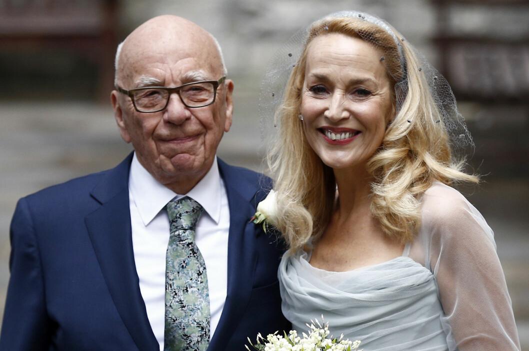 <strong>FEIRET KJÆRLIGHETEN:</strong> Rupert Murdoch og Jerry Hall strålte side om side under lørdagens bryllupsfest.  Foto: Reuters