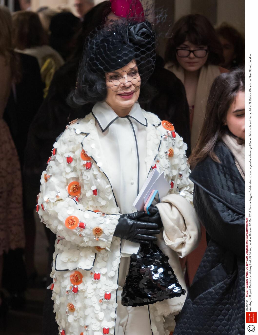 <strong>GODE VENNER:</strong> Bianca Jagger, som var gift med Mick Jagger før Jerry, var også tilstede i kirkebryllupet lørdag.  Foto: Rex Features