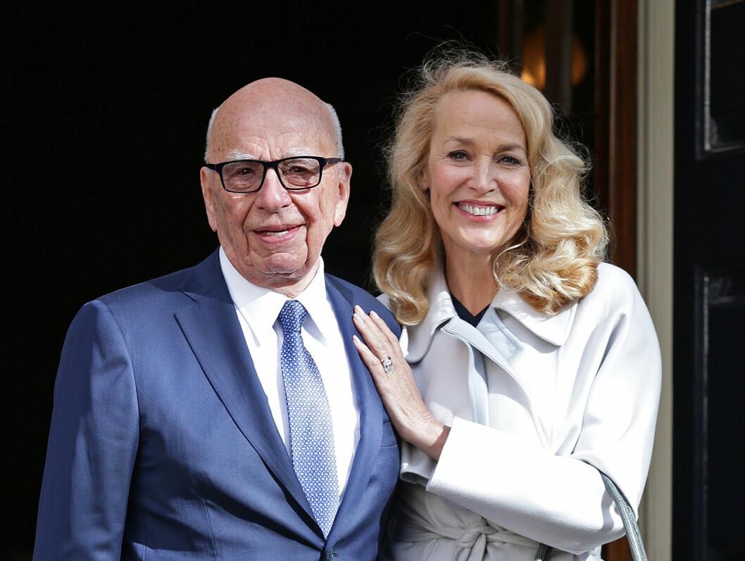 <strong>ENDELIG GIFT:</strong> Bildet er tatt etter Rupert og Jerry giftet seg under en privat seremoni fredag.  Foto: Ap