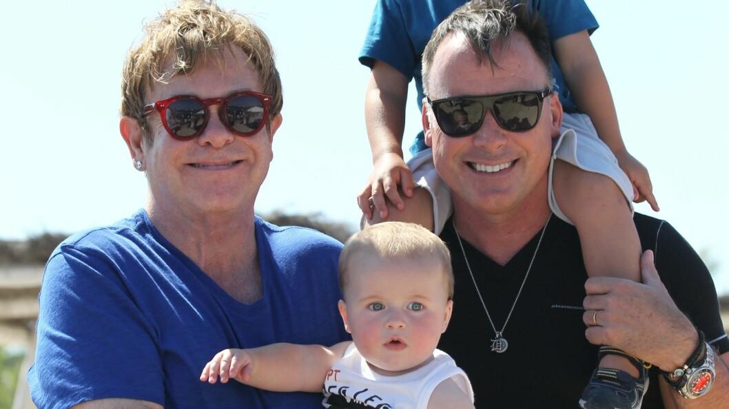 FAMILIELYKKE: Elton John og partner David Furnish har de to adoptivsønnene Zachary og Elijah sammen.  Foto: Abaca
