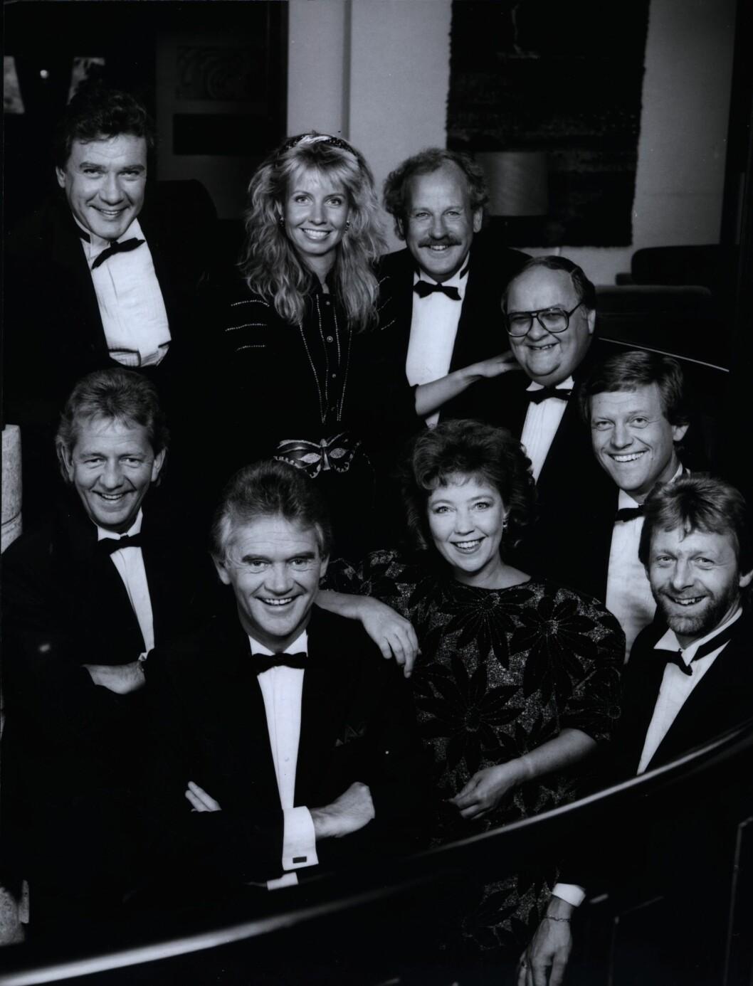 SHOWET SAMMEN: Hege Schøyen og forloveren Grethe Kausland (midten) fotografert sammen med Dizzie Tunes-gutta, Benny Borg og Jon Skolmen i 1988. Grethe Kausland døde av kreft i november 2007, bare 60 år gammel.  Foto: NTB scanpix