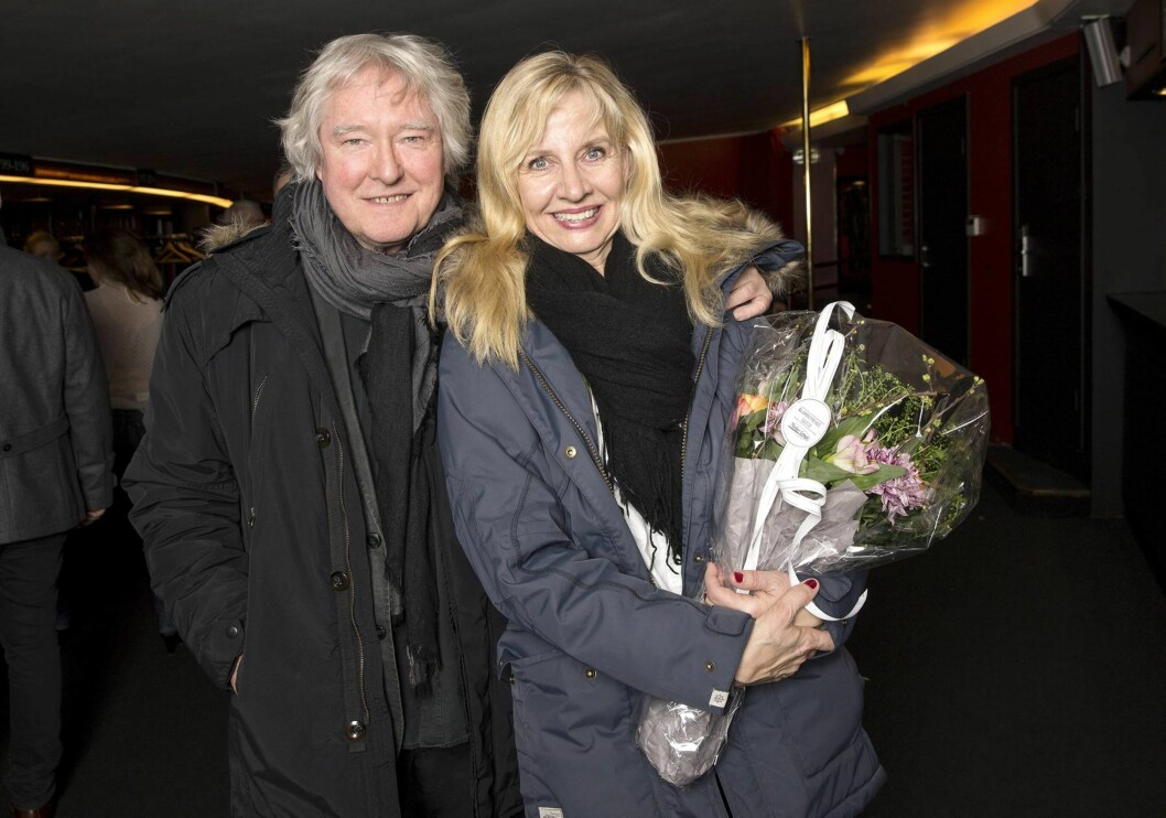 REVY-AKTUELL: Ut april står Hege Schøyen på scenen i «Nattens umusikalske dronning» på Chat Noir i Oslo. Ektemannen Arild var selvsagt på plass for å gratulere henne med nypremieren.  Foto: Andreas Fadum