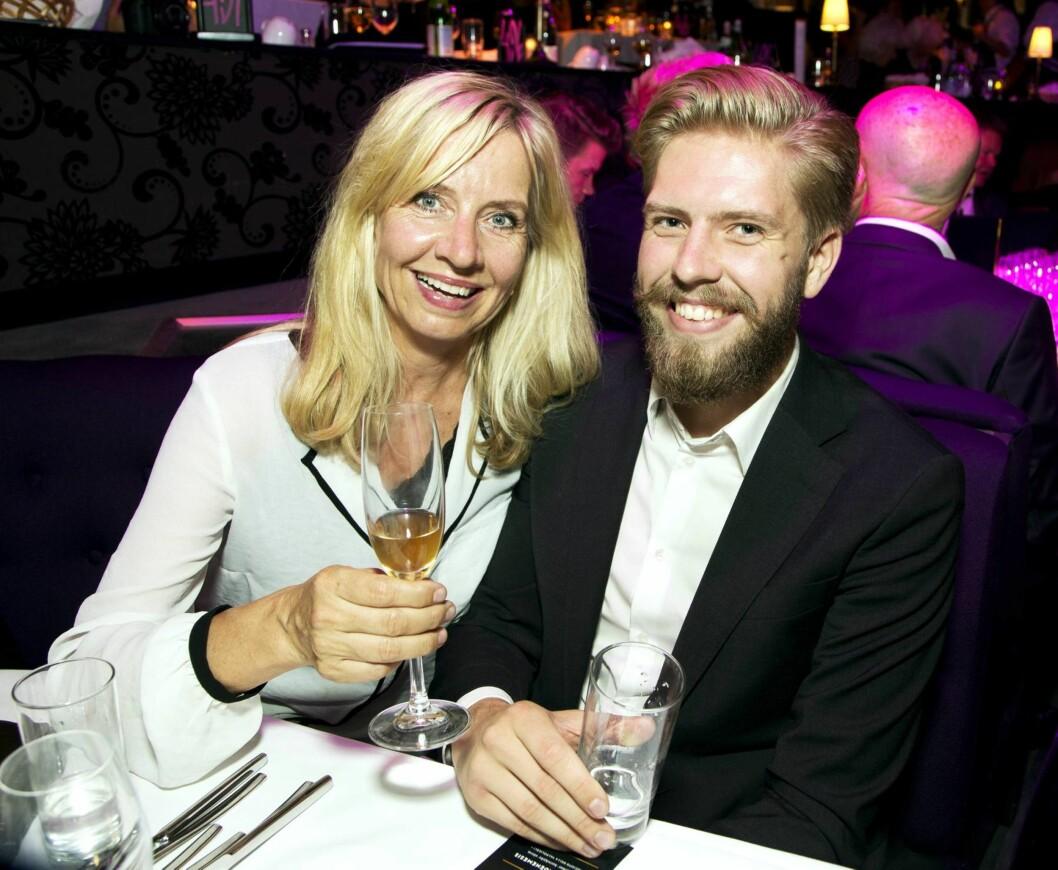 I MAMMAS FOTSPOR: Jakob Schøyen Andersen er også skuespiller, og i 2015 ledet han «Gullruten» sammen med Cecilie Steinmann Neess. - Hun har hatt en stor betydning både for karrieren min og personlig, sa Jakob til Se og Hør om mamma Hege i 2015.  Foto: Tore Skaar