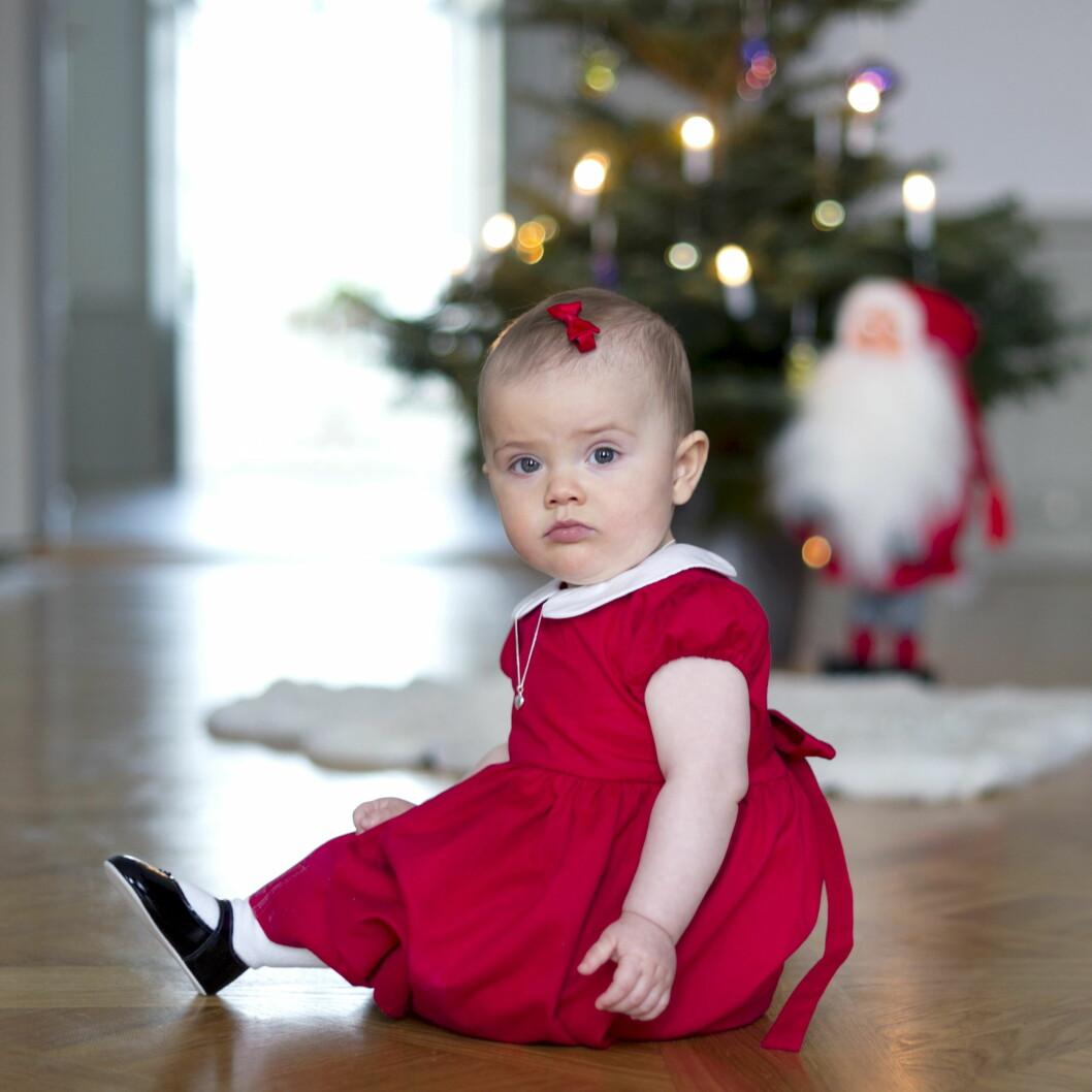 JUL PÅ HAGA: Prinsesse Estelles første jul. Neste jul er prins Oscar omtrent like gammel. Foto: Kungahuset