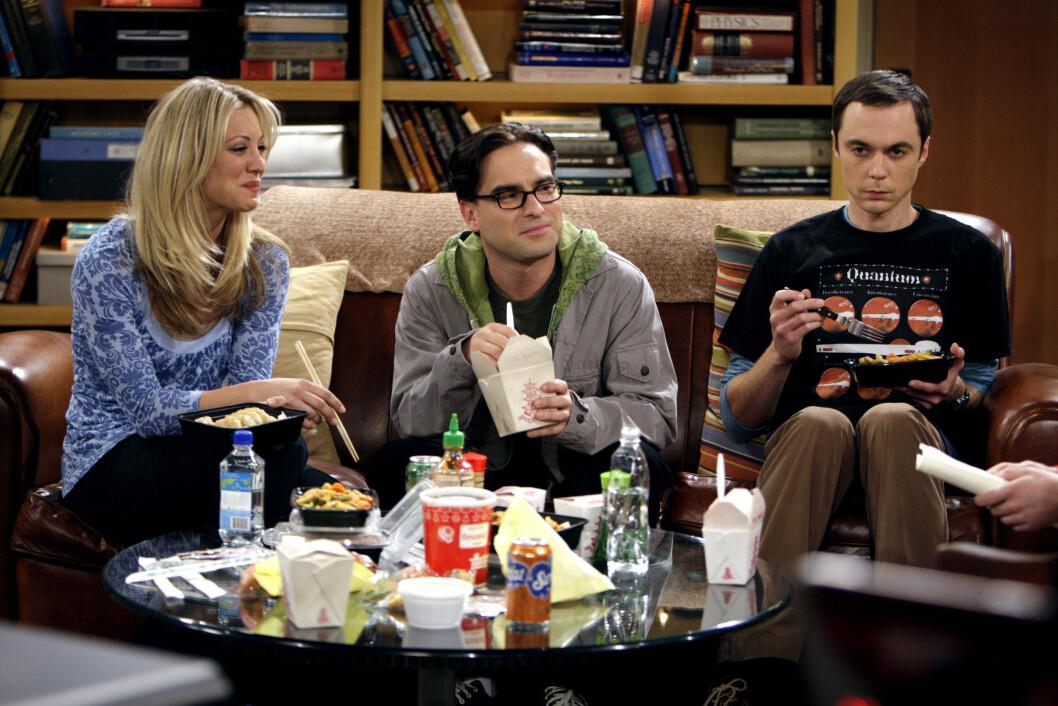 TV-STJERNER: Kaley Cuoco er best kjent fra den populære TV-serien «The Big Bang Theory». Her sammen med Johnny Galecki og Jim Parsons. Foto: NTB Scanpix