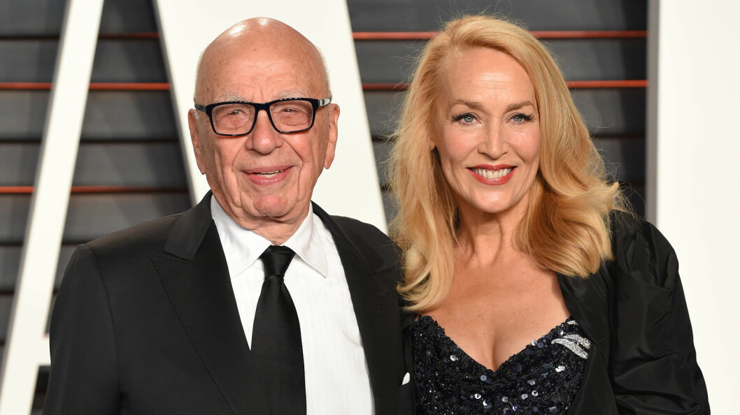 TIL ALTERS: Rupert Murdoch og Jerry Hall blir mann og kone. Her er de sammen under årets Vanity Fair fest etter Oscar-utdelingen sist helg i Hollywood.  Foto: NTB Scanpix