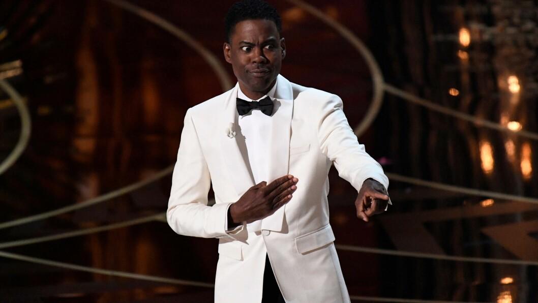 SKARP SATIRE: Oscar-vert Chris Rock brukte humor og ironi for å få frem et alvorlig og viktig poeng da han åpnet årets prisutdeling på Dolby Theater i Hollywood natt til mandag. Foto: SipaUSA