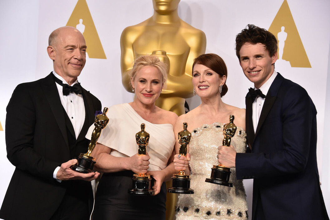 DE FIRE GJEVESTE PRISENE (f.v): I fjor var det J.K. Simmons («Whiplash») og Patricia Arquette («Boyhood») som vant prisene for beste mannlige og kvinnelige birolle, mens Julianne Moore («Still Alice») og Eddie Redmayne («The Theory of EVerything») vant prisene for beste kvinnelige og mannlige hovedrolle under den 87. Oscar-utdelingen i Hollywood.  Foto: NTB Scanpix