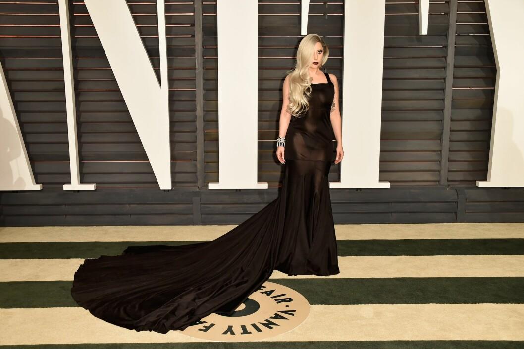 INVITERT: Lady Gaga var en av superstjernene som valgte å dra på Vanity Fairs fest etter Oscar-utdelingen i fjor.  Foto: NTB Scanpix