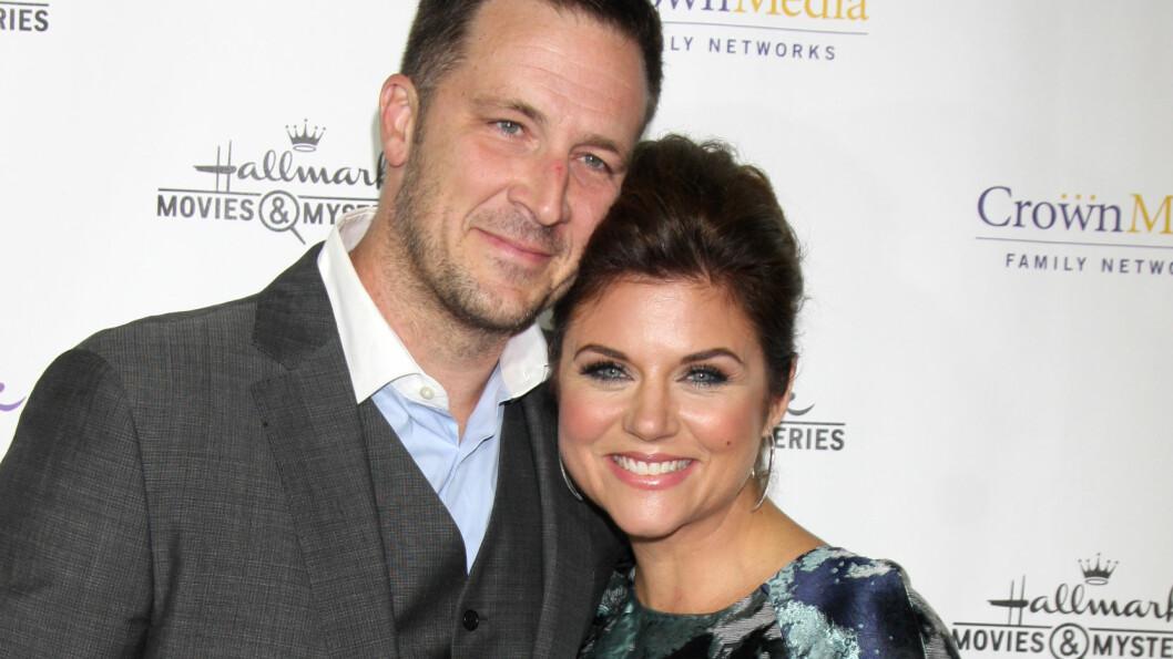 LYKKELIGE: Skuespillerparet Tiffani Thiessen og Brady Smith har vært gift i over ti år, og sammen har de to barn. Foto: NTB Scanpix