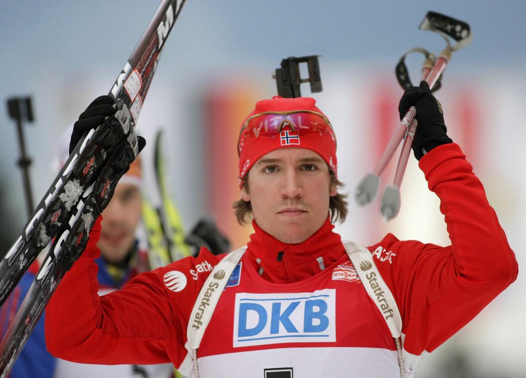 SUKSESSFULL. Emil Helge Svendsen har en travel karriere som skiskytter, men han har fremdeles tid til å pleie kjærligheten med samboeren.  Foto: REUTERS
