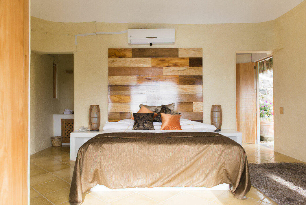 JUNITOS: I en av bungalowene ligger dette koselige rommet, nemlig Junitos.  Foto: TV 3