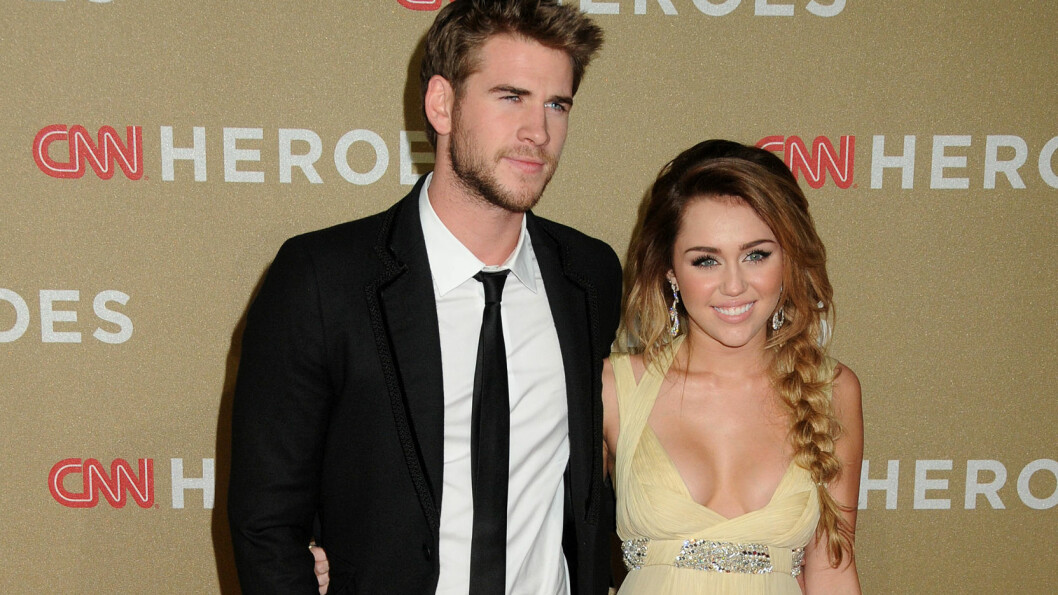 PRØVER IGJEN: Varme følelser skal ha blusset opp mellom Liam Hemsworth og Miley Cyrus, men paret har foreløpig ikke uttalt seg om forholdet enda. Her er de sammen på en premiere i Los Angeles i desember 2011. Foto: NTB Scanpix