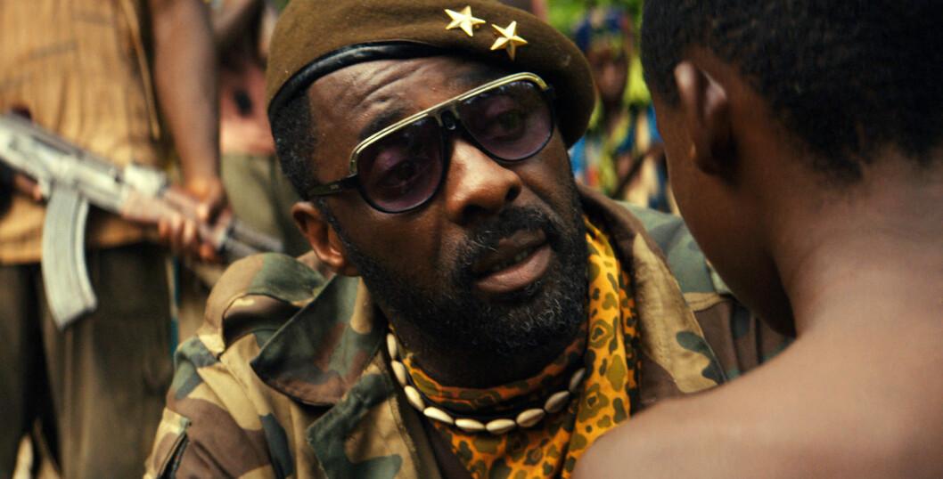 FILMET I GHANA: Idris Elba spiller en militær opprørsleder i Netflix-filmen «Beasts of No Nation».  Foto: Ap