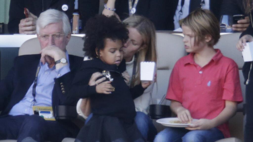 BARNEVAKT: Gwyneth Paltrow satt barnevakt for Beyonces datter Blue Ivy under årets Super Bowl.  Foto: Splash News
