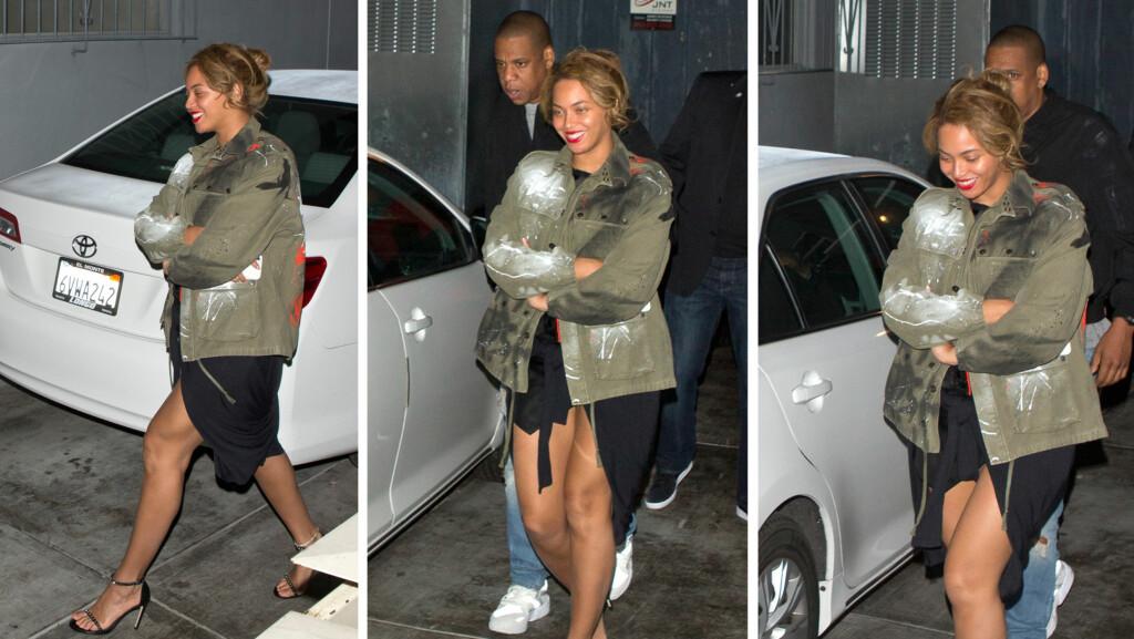 SKJULER MAGEN: Babyryktene svirrer for fullt rundt stjerneparet Beyoncé og Jay Z for tiden. Nå skriver RadarOnline at popsangeren er omlag fem måneder på vei. Da hun og ektemannen forlot restauranten Son-of-a-Gun i L.A. tidligere denne måneden, skjulte Beyoncé magen sin godt. Foto: Splash News/ NTB Scanpix