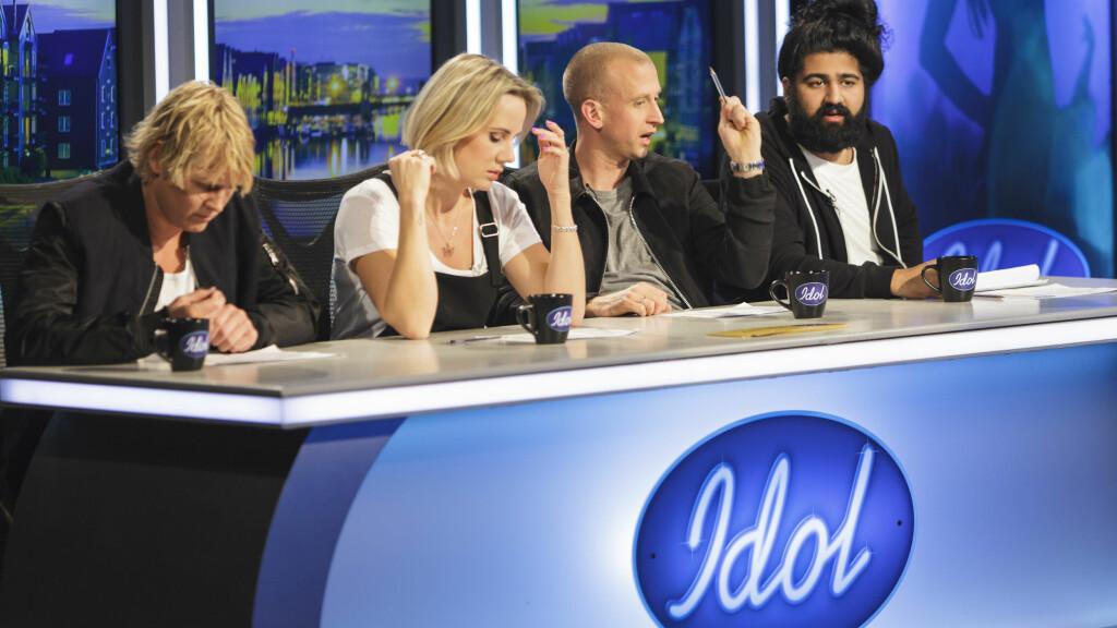 SLÅR TILBAKE MOT KRITIKKEN: Gunnar Greve (nr to f.h.) sier han blir sint av å lese det han oppfatter som hets mot Idol-kollega Ina Wroldsen på Facebook. Foto: TV 2