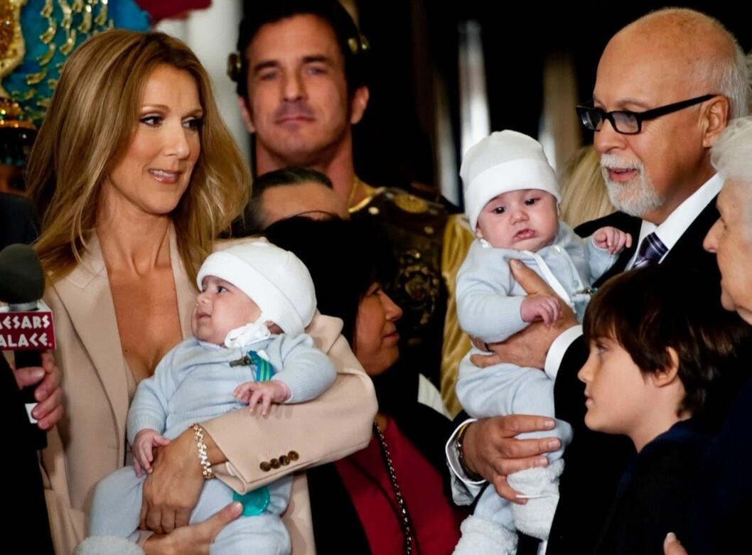TRE SØNNER SAMMEN: Celine og ektemannen René har tvillingsønnene Nelson and Eddy og sønnen René-Charles sammen.  Foto: NTB scanpix