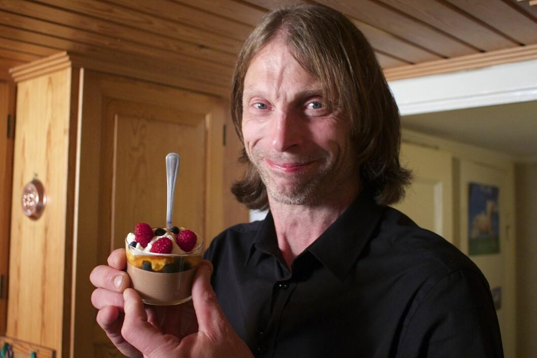 DISKET OPP PÅ KJØKKENET: Ola-Conny forteller til Seoghør.no at han synes det var en flott opplevelse å være med i 4-stjerners middag.  Foto: TVNorge