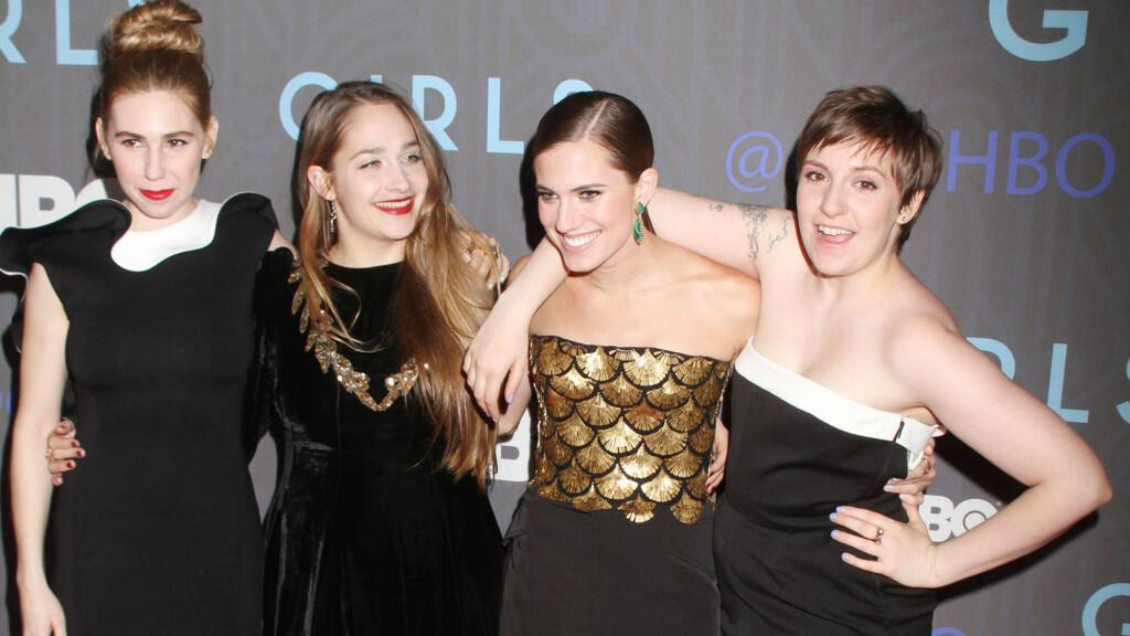 GIRLS: Lena Dunham, Allison Williams, Jemima Kirke og Zosia Mamet portretterer fire forskjellige New York-jenter i 20-årene i den prisbelønnede HBO-serien «Girls». Dette er fra premieren på sesong to i 2013. Foto: NTB Scanpix