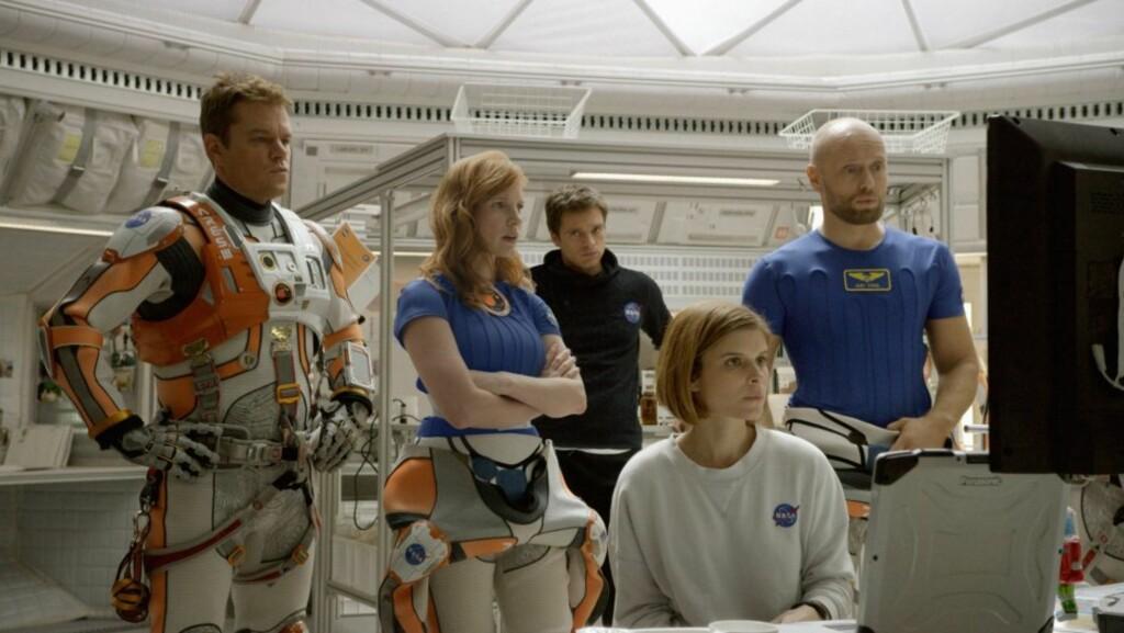 OSCAR-NOMINERT: Filmen «The Martian» er Oscar-nominert til beste film. Matt Damon (t.v) er nominert til beste mannlige hovedrolleinnehaver. Norske Aksel Hennie (ytterst t.h) har også en rolle i filmen. Foto: AP/ NTB Scanpix
