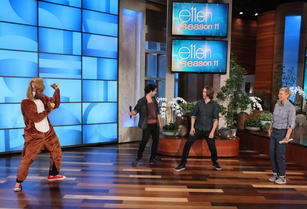 <strong>GOD STEMNING:</strong> Ellen DeGeneres hadde det kjempegøy sammen med Ylvis i fjor høst da de fremførte &amp;amp;amp;amp;amp;amp;quot;The Fox&amp;amp;amp;amp;amp;amp;quot; sammen i studioet i Los Angeles. Foto: NTB scanpix