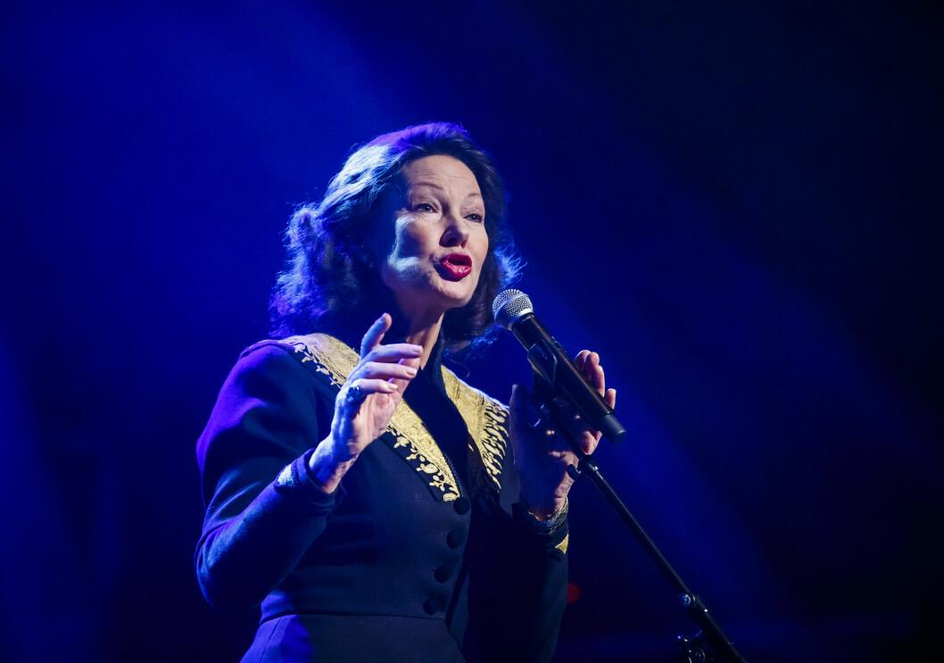COMEBACK: Åse Kleveland synger under «Artistdugnad for flyktninger» på Sentrum Scene i Oslo i oktober 2015. Foto: NTB scanpix