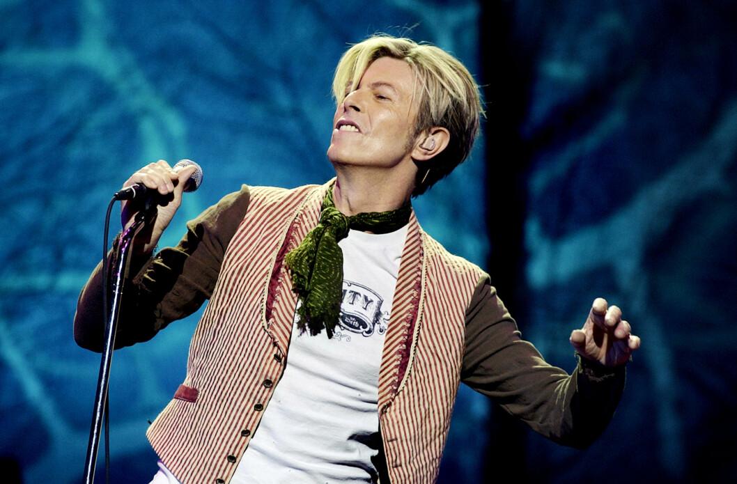 NORGESVENN: David Bowie har besøkt Norge åtte ganger, og holdt ni konserter. Bildet er fra hans konsert i Oslo Spektrum i 2003.  Foto: NTB scanpix