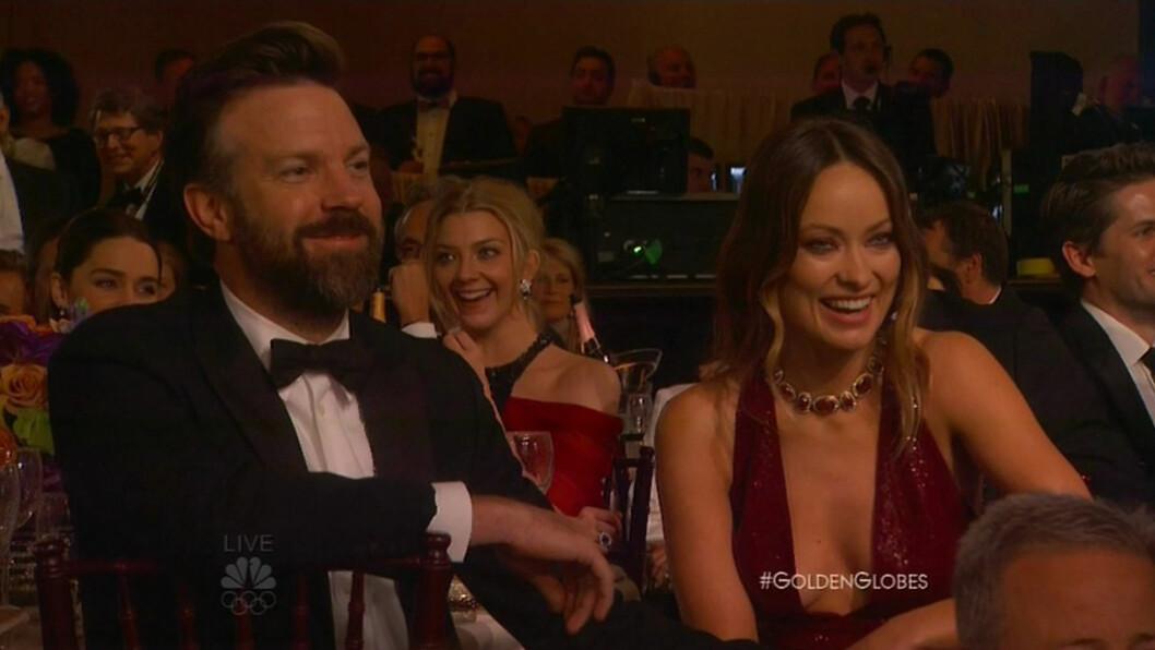LATTERMILDE: Latteren satt løst blant publikum, og Jason og Olivia så ut til å ha en strålende kveld. Foto: NTB Scanpix