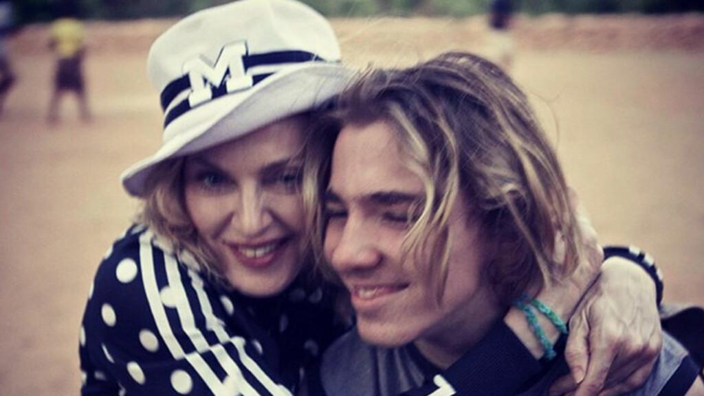 SETTER NED FOTEN: Madonna har delt flere bilder av Rocco på Instagram, men nå er det full strid mellom mor og sønn.  Foto: NTB scanpix