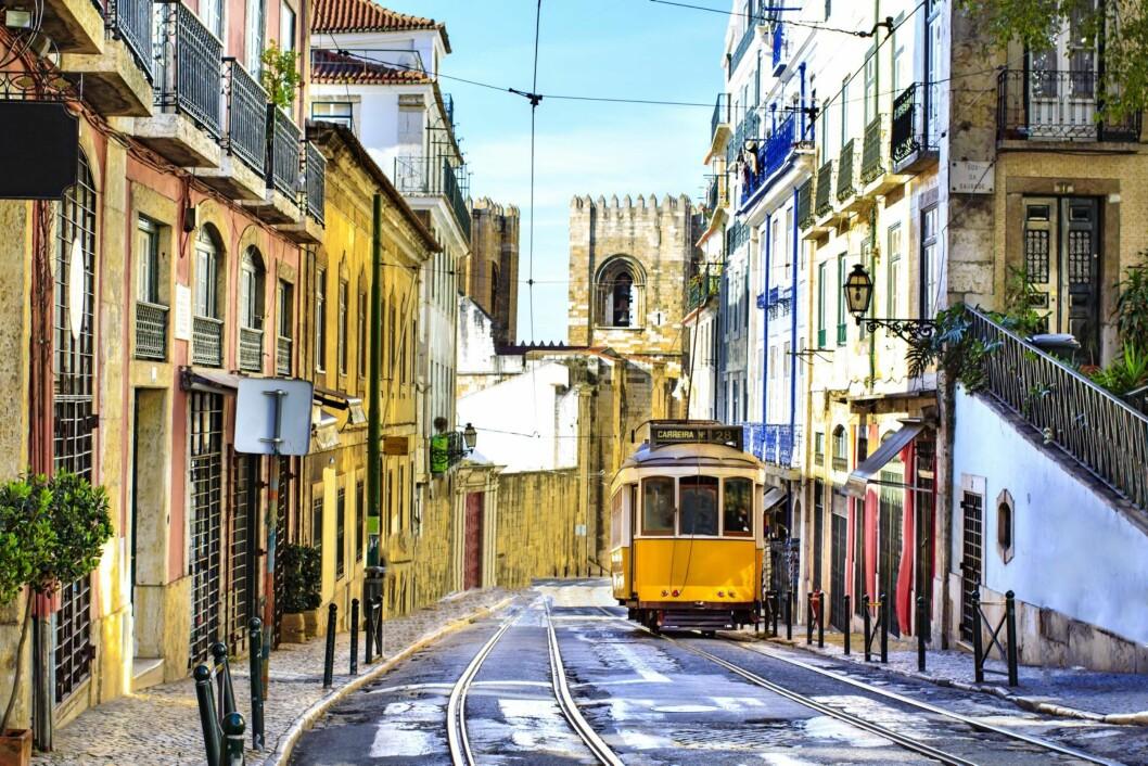 BRATT BY: Lisboa er bygd på syv høydedrag, men trikken hjelper deg opp i høyden.  Foto: Shutterstock / Rrrainbow
