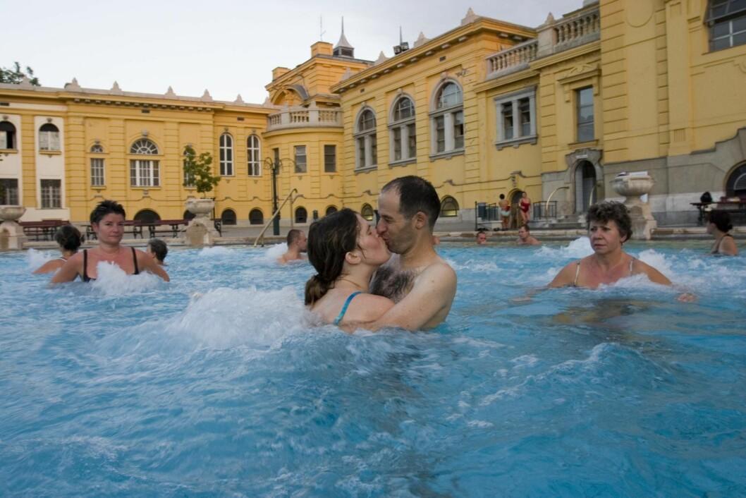 KLASSISK BUDAPEST: Du bør absolutt besøke Széchenyi-badene om du drar til Budapest.   Foto: © Catherine Karnow/Corbis