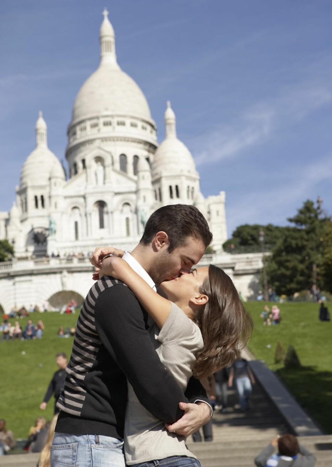 ROMANTISK PERLE: Ingen byer er mer romantisk enn Paris. I bakgrunnen Sacre Coeur. Foto: Kathleen Finlay / Radius Images