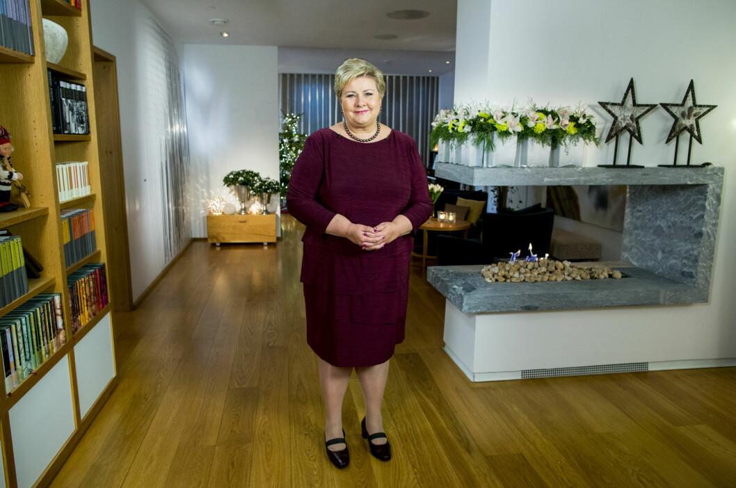 BEGYNTE ÅRET MED TALE: Fredag kveld ble Erna Solbergs årlige nyttårstale sendt på NRK. Talen ble holdt i statsministerboligen i Oslo. Foto: NTB scanpix