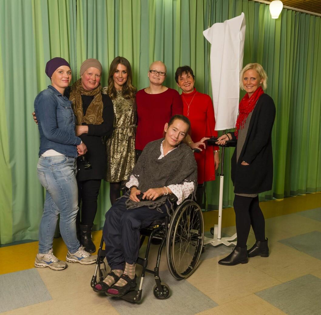 STERKT MØTE: Tone Damli ble kjent med flere kreftpasienter under julekonserten på Radiumhospitalet. Særlig fant hun tonen med 29 år gamle Kristel Jalango (t.v).  Foto: Geir Egil Skog