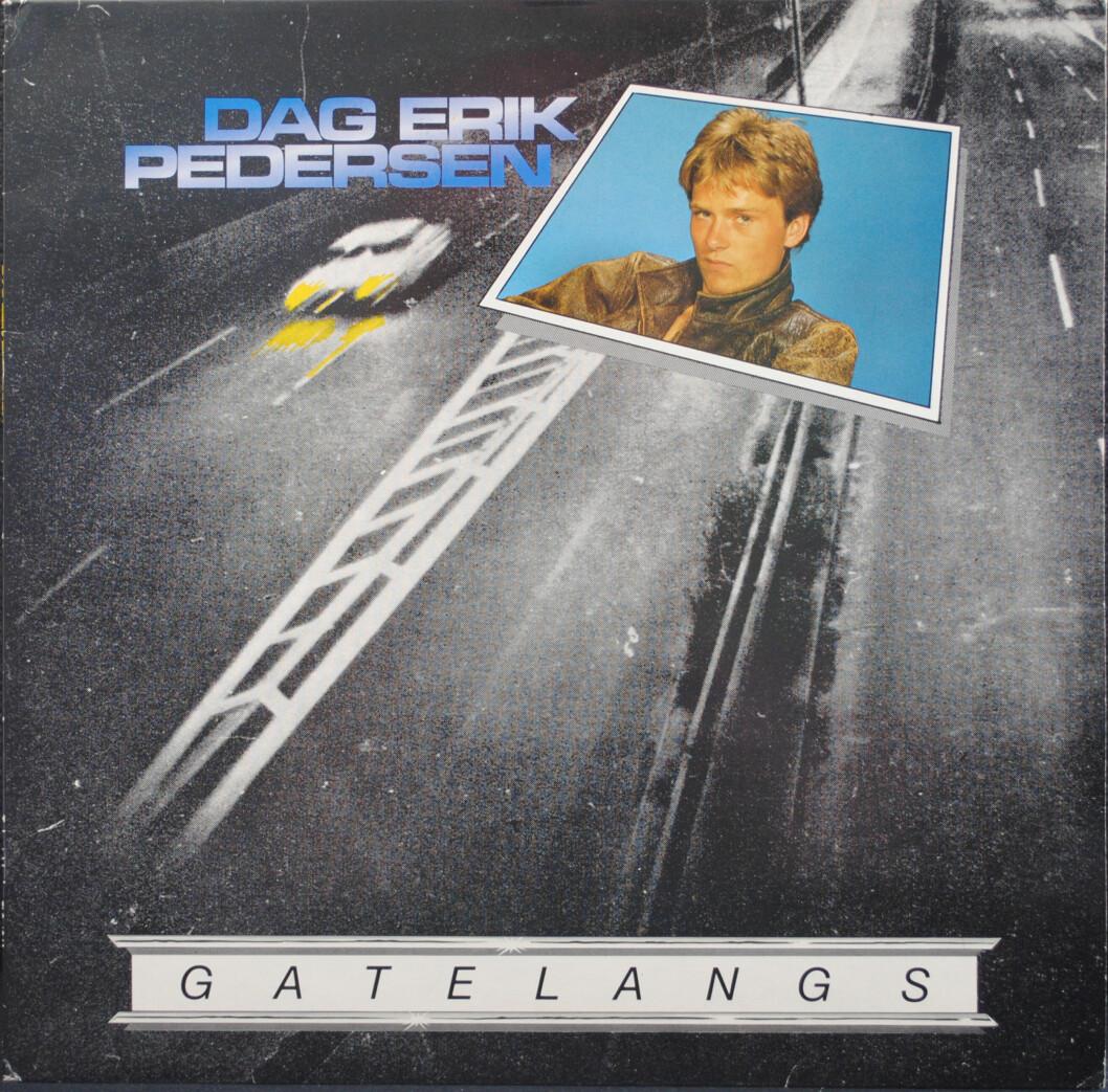 """MESTERVERKET: I dag kjenner TV-seerne Dag Erik Pedersen best som programleder i """"Mesternes Mester"""", men TV-personligheten har også en mer ukjent fortid som artist. Frykter at det ligger uendelig mange timer med gatesykling bak ideen til dette coveret fra 1982, men tittelkuttet """"Gatelangs"""" gikk nesten til topps på Norsktoppen. Foto: VENDETTA FORLAG"""