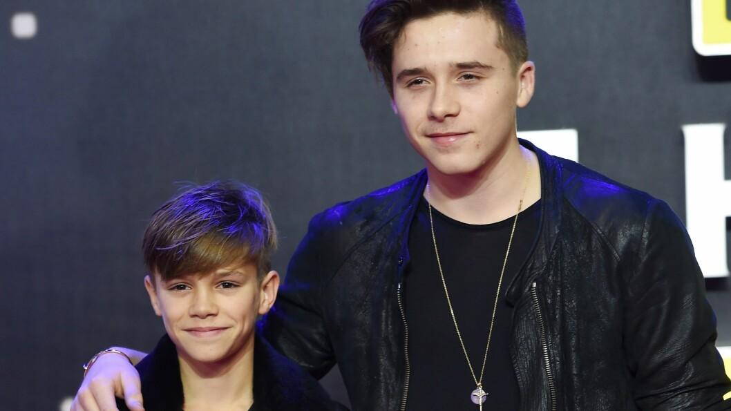 GODT FORHOLD: Brooklyn Beckham tok med seg lillebroren Romeo på London-premieren på Star Wars: The Force Awakens. Foto: Epa