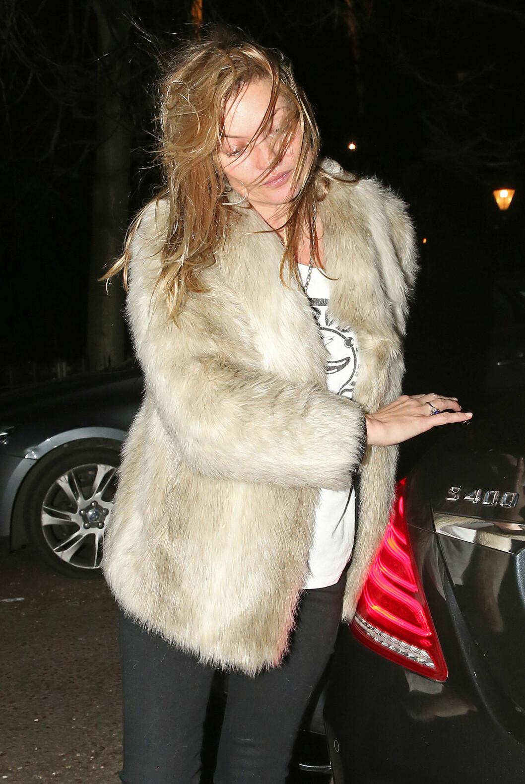 <strong>LANG NATT:</strong> Kate Moss så ut som hun var klar til å legge seg etter en lang natt sammen med gode venner i London.  Foto: Xposure
