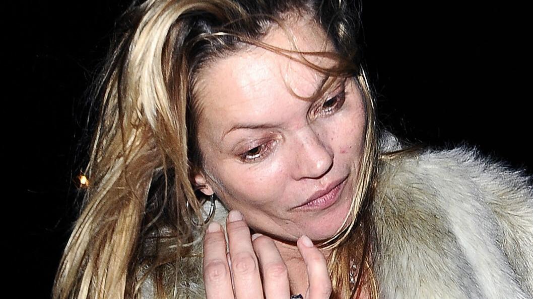 <strong>IKKE HELDIG BILDE:</strong> Kate Moss så sliten og trøtt ut da hun ble fotografert etter en fest i begynnelsen av desember.  Foto: Xposure