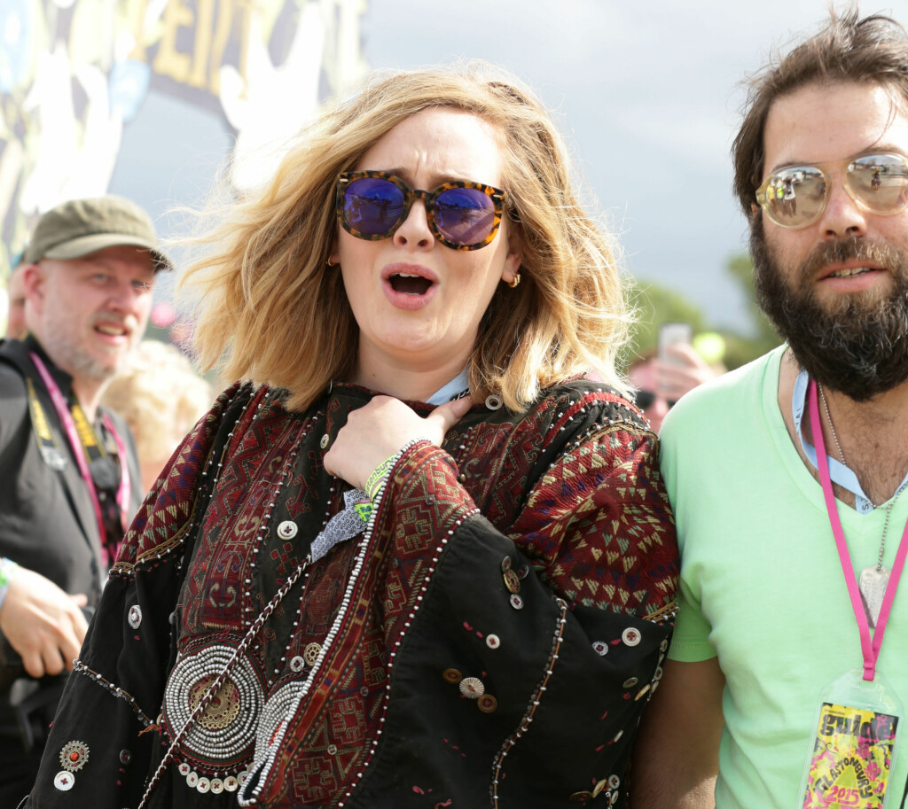 Adele with her husband Simon Konecki backstage at The Pyramid Stage at the Glastonbury Festival, at Worthy Farm in Somerset. Foto: Pa Photos