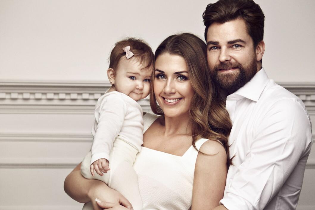 FAMILIETID: Tone ser frem til å tilbringe høytiden med familien. Her sammen med samboeren Markus Foss og datteren Billie.  Foto: Se og Hør