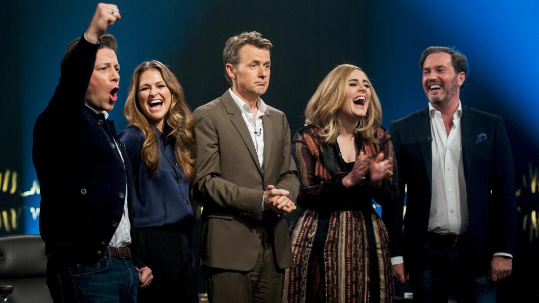 MORSOM GJENG: Både (f.v) Jamie Oliver, prinsesse Madeleine, Adele og Chris O´Neill så ut til å slå opp latterdøra under «Skavlan»-innspillingen. Programleder Fredrik Skavlan (midten) lover en spennende sesongavslutning fredag kveld.  Foto: Monkberry