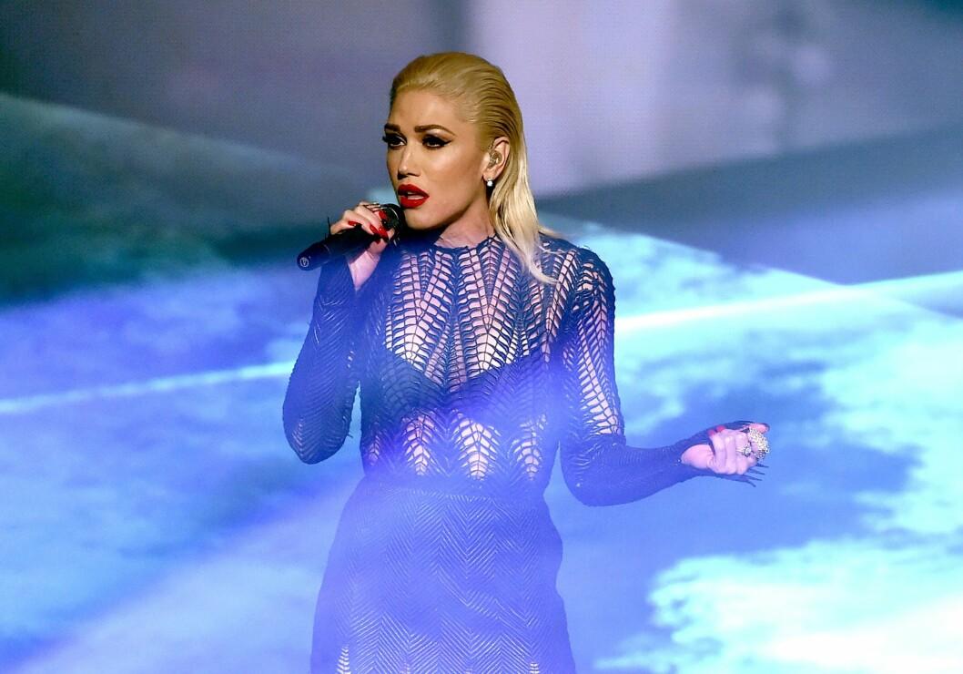 SYNGER OM BRUDDET: All smerten etter bruddet klarte Gwen å bruke i musikken. Hun har skrevet flere sanger om sin utro ektemann. Her opptrer hun under American Music Awards tidligere i år.  Foto: Afp